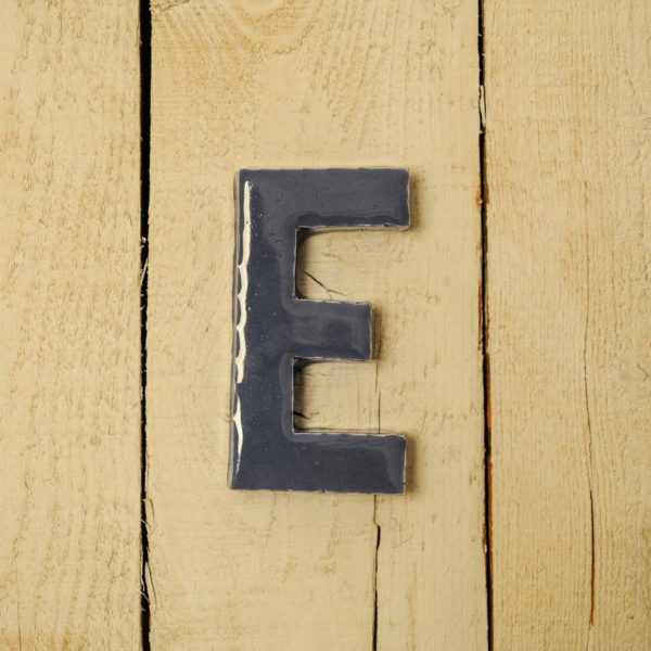 Lettera Maiuscola 'E' Blu